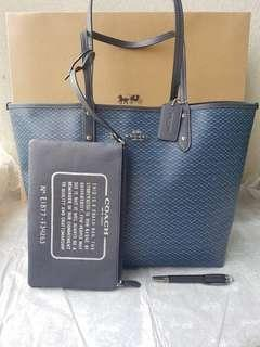 F34263 REVERSIBLE CITY TOTE WITH LEGACY PRINT SILVER/NAVY