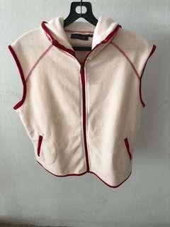 Lady Sleeveless Jacket With Hood