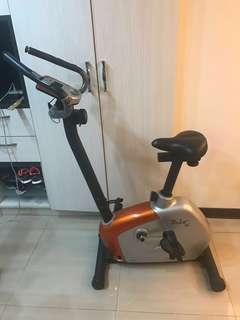 固定式健身腳踏車