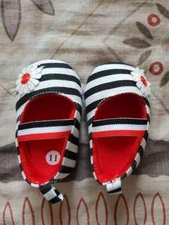 Stripes crib shoes