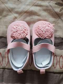Pink dainty crib shoes