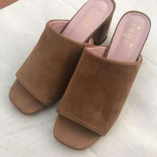 🚚 焦糖色麂皮拖鞋