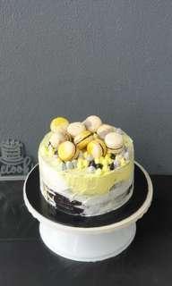 Cake with macaroon