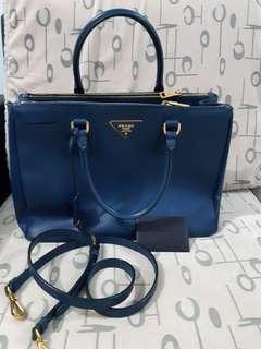 🚚 PRADA Saffiano Lux Bag