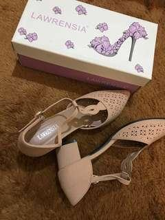 Lawrensia peachy pink heels