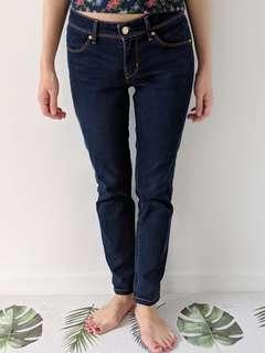 Levis mid rise jeans in dark wash