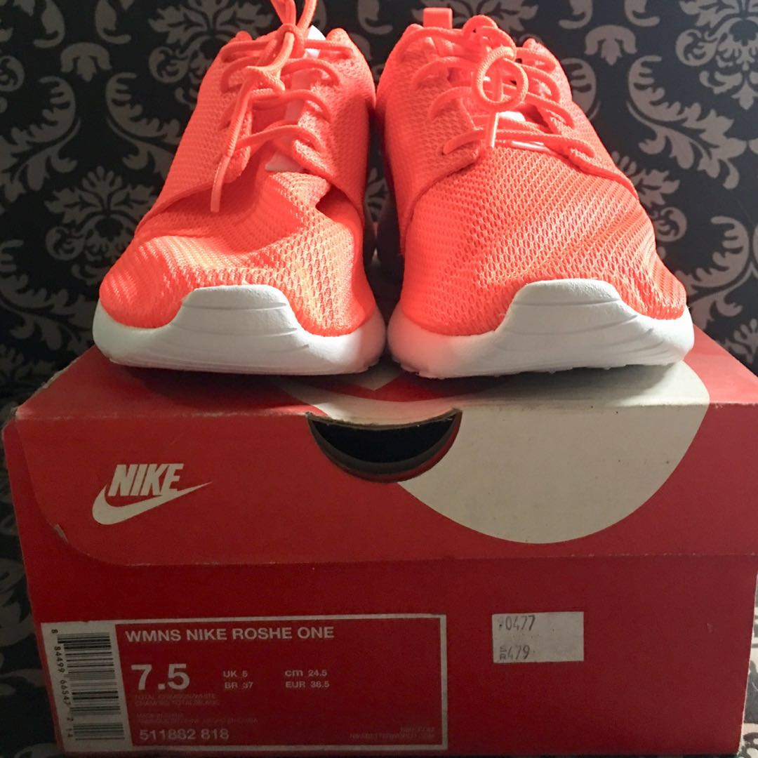 outlet store dcade 11340 Authentic Nike Roshe One   Total Crimson x White, Women s Fashion, Shoes on  Carousell