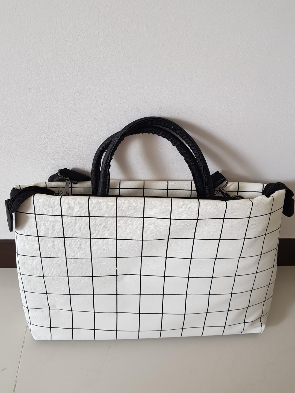 359d2a793fc6 Checkered laptop bag