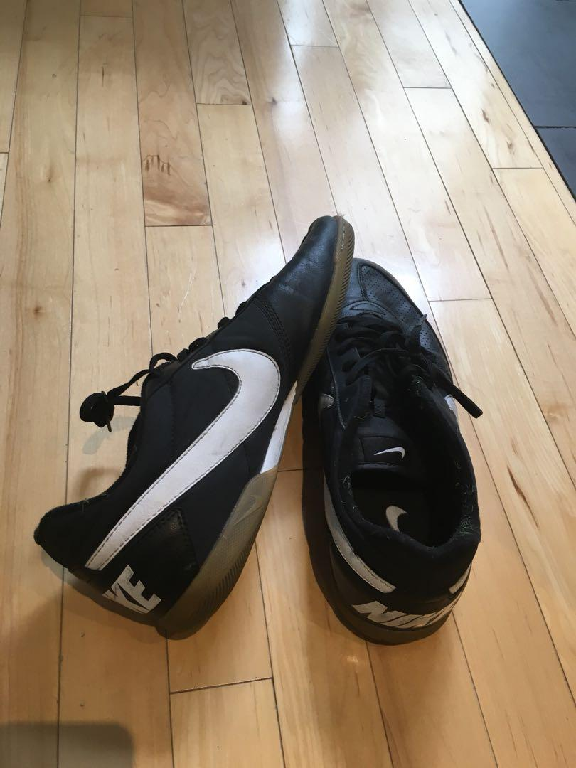 Men's Nike soccer shoes - size 13