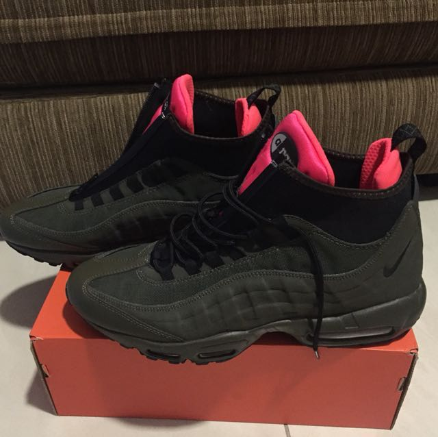 reputable site 1528e 35aac Nike Air Max 95 Sneakerboot, Men s Fashion, Footwear, Slippers   Sandals on  Carousell