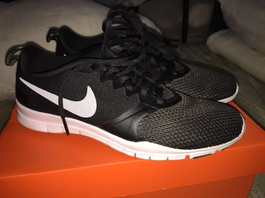 Orgulloso Prehistórico Facturable  RUSH: Womens Nike Flex Essential TR, Women's Fashion, Shoes on Carousell