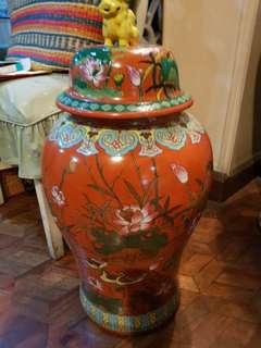 Porcelain jar w cover