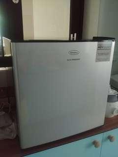 Bar freezer for breastmilk