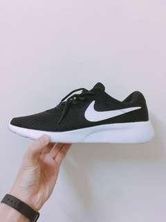 🚚 Nike 倫敦二代慢跑鞋