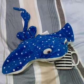 全新正版 DISNEY 迪士尼魟魚趴姿抱枕- Finding Nemo 雷老師