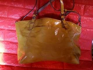 COACH 漆皮袋