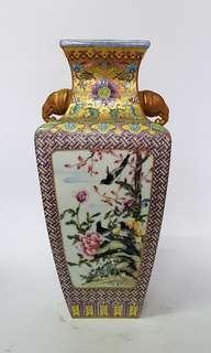 Golden elephant head porcelain vase