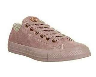 Limited edtion converse pink . Brand new. Only p3.000neg.