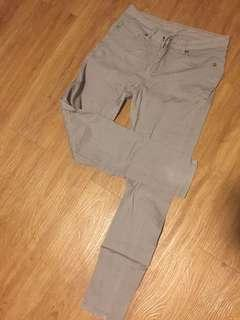 Gray Mid-waisted Jeans