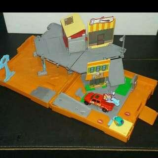 HANDY MANNY Matchbox Pop Up Fold Out Collectible Playset