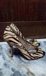 GUESS by MARCIANO Leopard printed fur high heels