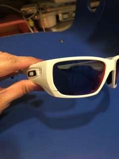 Oakley style switch polarised white with fuchsia pink lens interchangeable
