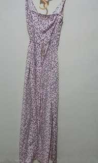 Dress pink dengan tali yang bisa diukur sesuai bentuk badan sangat bagus!