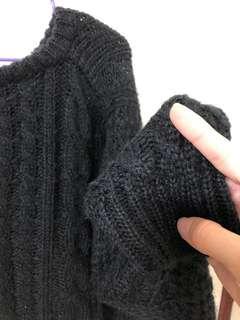🚚 鏤空洞洞黑色毛衣