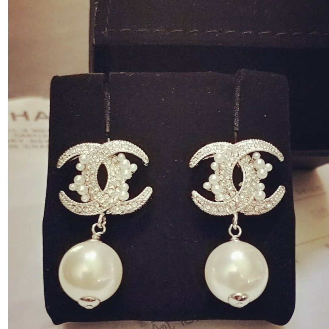 514d53e8f BNIB CHANEL EARRINGS Authentic, Luxury, Accessories, Others on Carousell