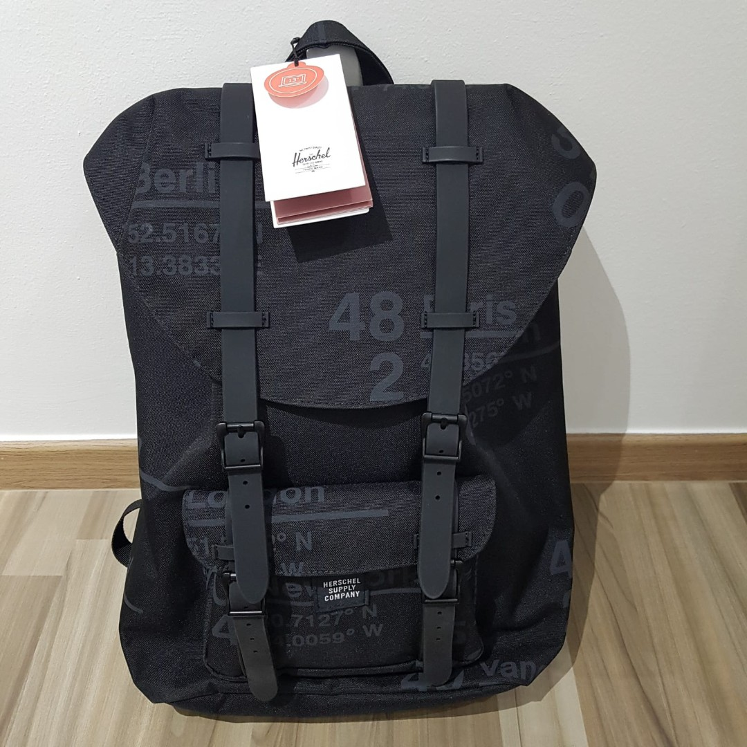 449ed6344b Herschel Supply Co.  Little America Backpack Classic Size 16.5L ...