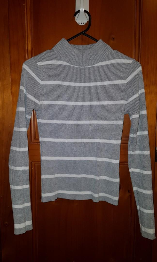 Miss valley / Valley girl white grey turtle neck high neck skivvy knit