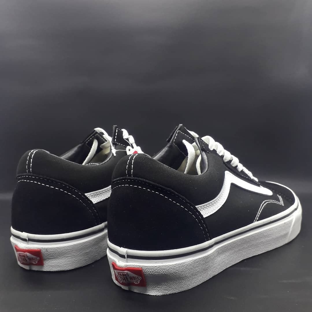 Vans os classic black white mens fashion mens footwear sneakers on carousell