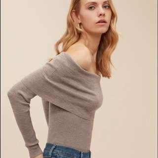Aritzia - Wilfred. Croquis Off-Shoulder Sweater