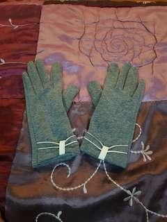 Autumn or winter gloves