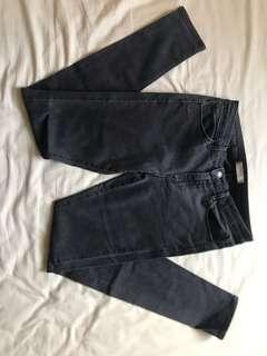 Uniqlo黑色直筒褲