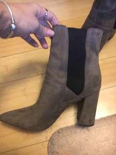 Guess size 8 tan suede shoes