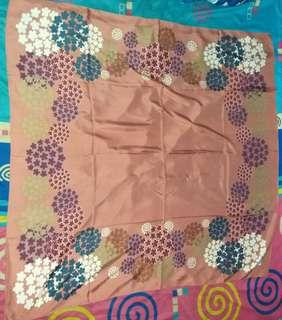 Jilbab segiempat silk motif umama scarf