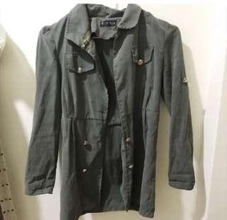 🚚 軍綠 軍裝風衣外套
