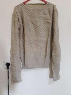 Atasana. Bahan wol. Sweater