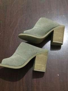 Gray heeled shoes
