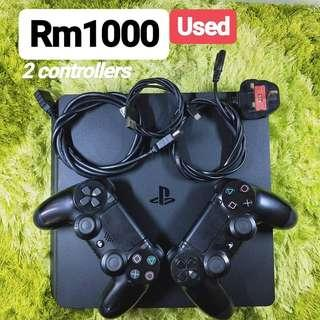 PS4 Slim Black 500GB 2 Controllers
