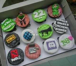 Cupcakes Custom isi 12 cup - Tema PUBG - Cupcakes Fondant 2D/3D- TANGERANG