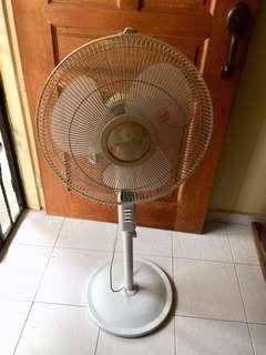 """Morries 16"""" Standing Fan w Remote Control"""