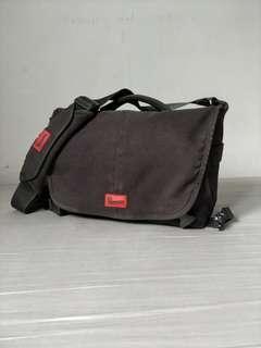Crumpler 7 Million Dollar Home Camera Bag (Black)