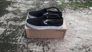 Vans clasic slipon black and white original not converse