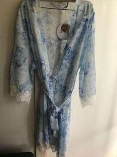 Bnip le rose lace trim wide sleeves robe size L/XL
