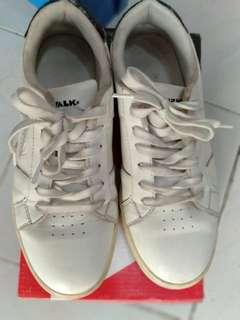 Air walk white