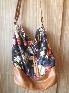 I queen flower shoulder bag