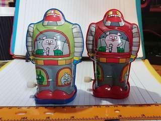 2010年鐵皮玩具,發條上鍊行走正常, 一套兩個發售,保存至今,合玩具收藏唔係收藏。