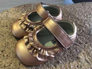 Cute baby shoes - bronze